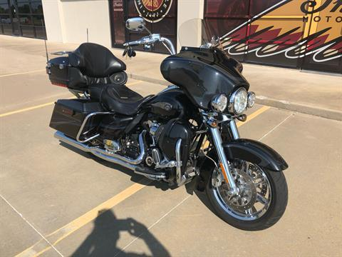 2013 Harley-Davidson CVO™ Ultra Classic® Electra Glide® 110th Anniversary Edition in Norman, Oklahoma - Photo 2