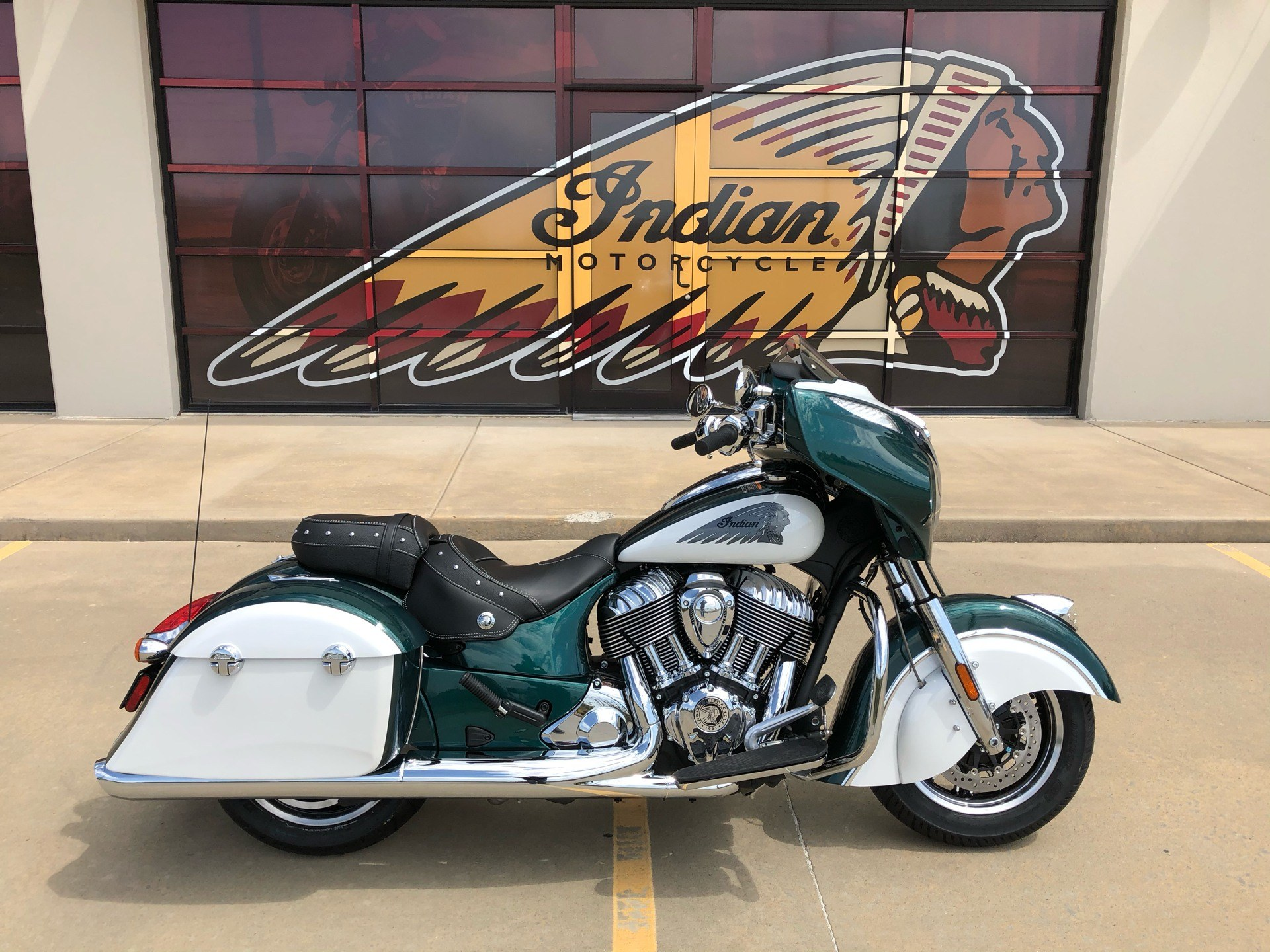 2020 Indian Chieftain® Classic Icon Series in Norman, Oklahoma - Photo 1