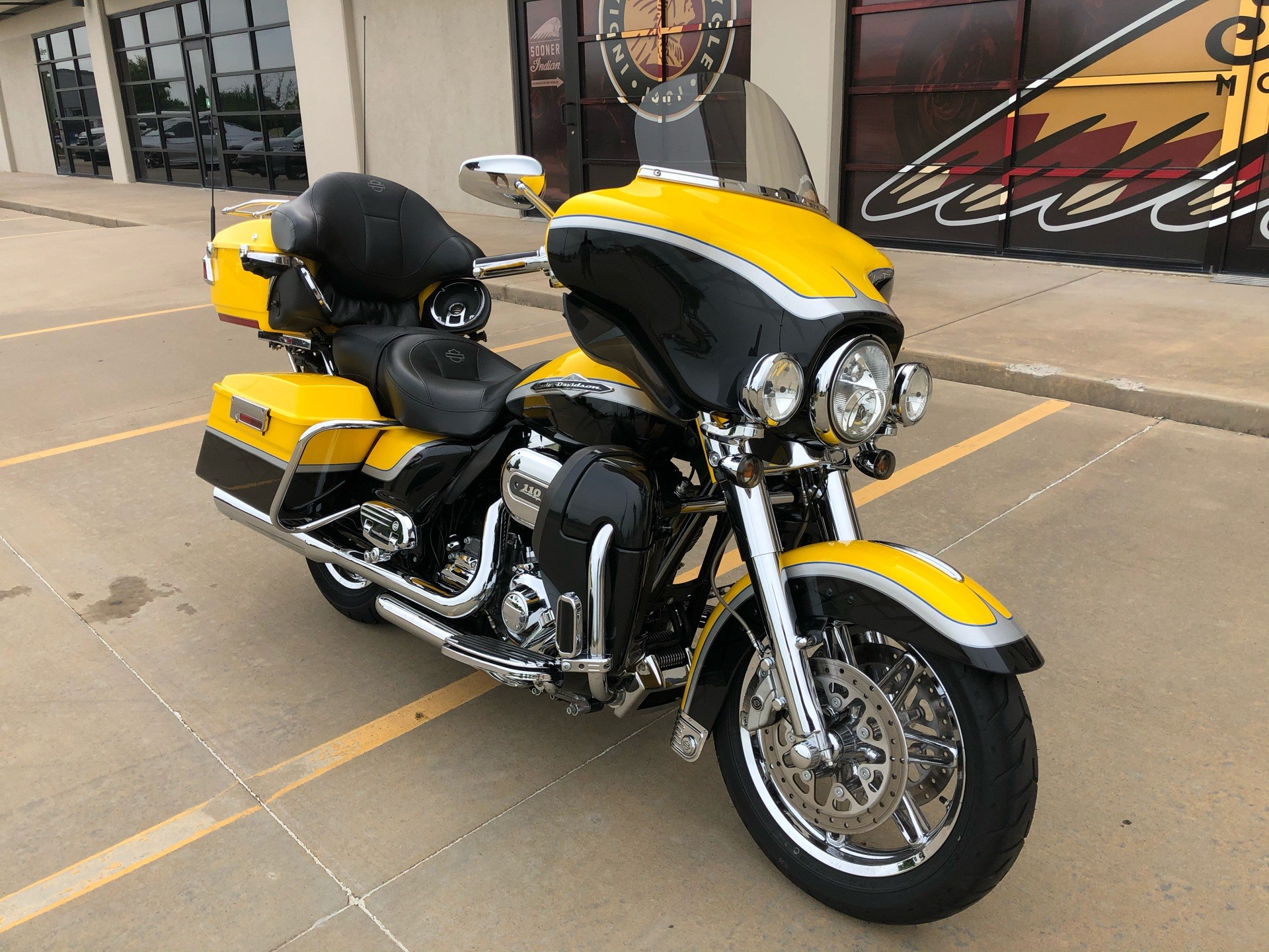 2012 Harley-Davidson CVO™ Ultra Classic® Electra Glide® in Norman, Oklahoma - Photo 2
