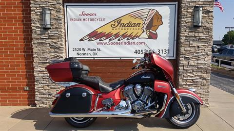 2017 Indian Roadmaster® Icon Series in Norman, Oklahoma