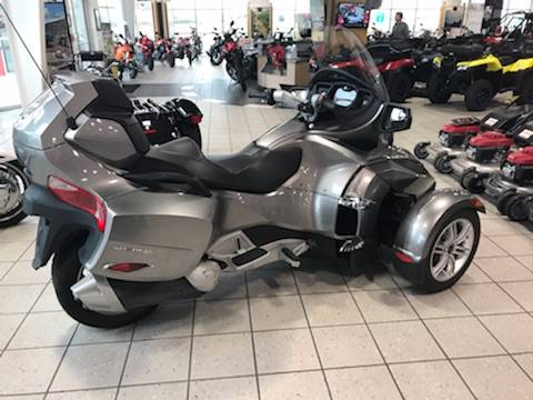 2012 Can-Am Spyder® RT-S SE5 in Troy, Ohio