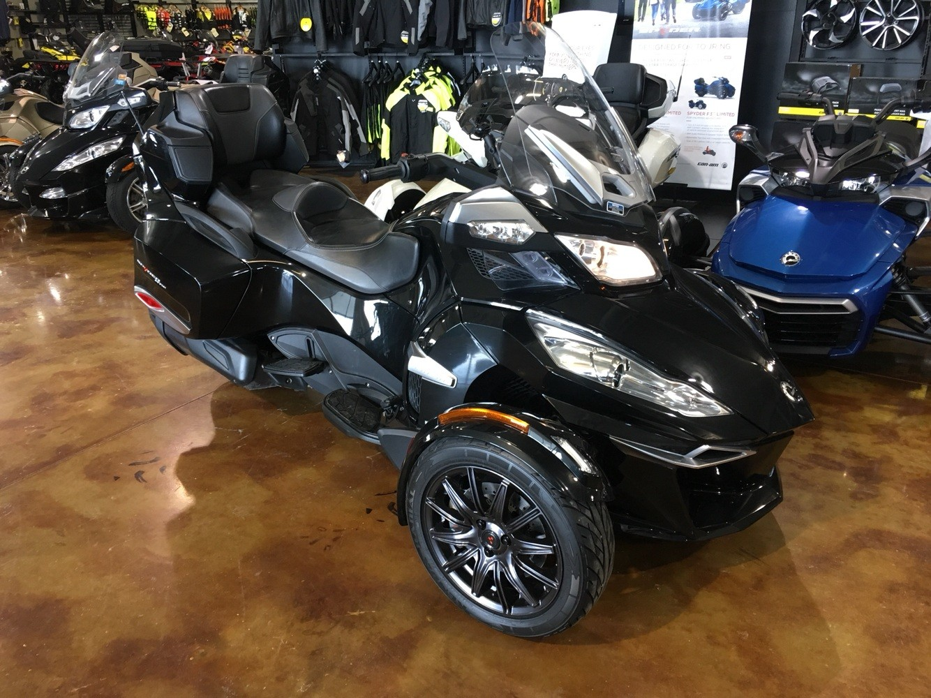 2014 Can-Am Spyder® RT-S SE6 in Omaha, Nebraska