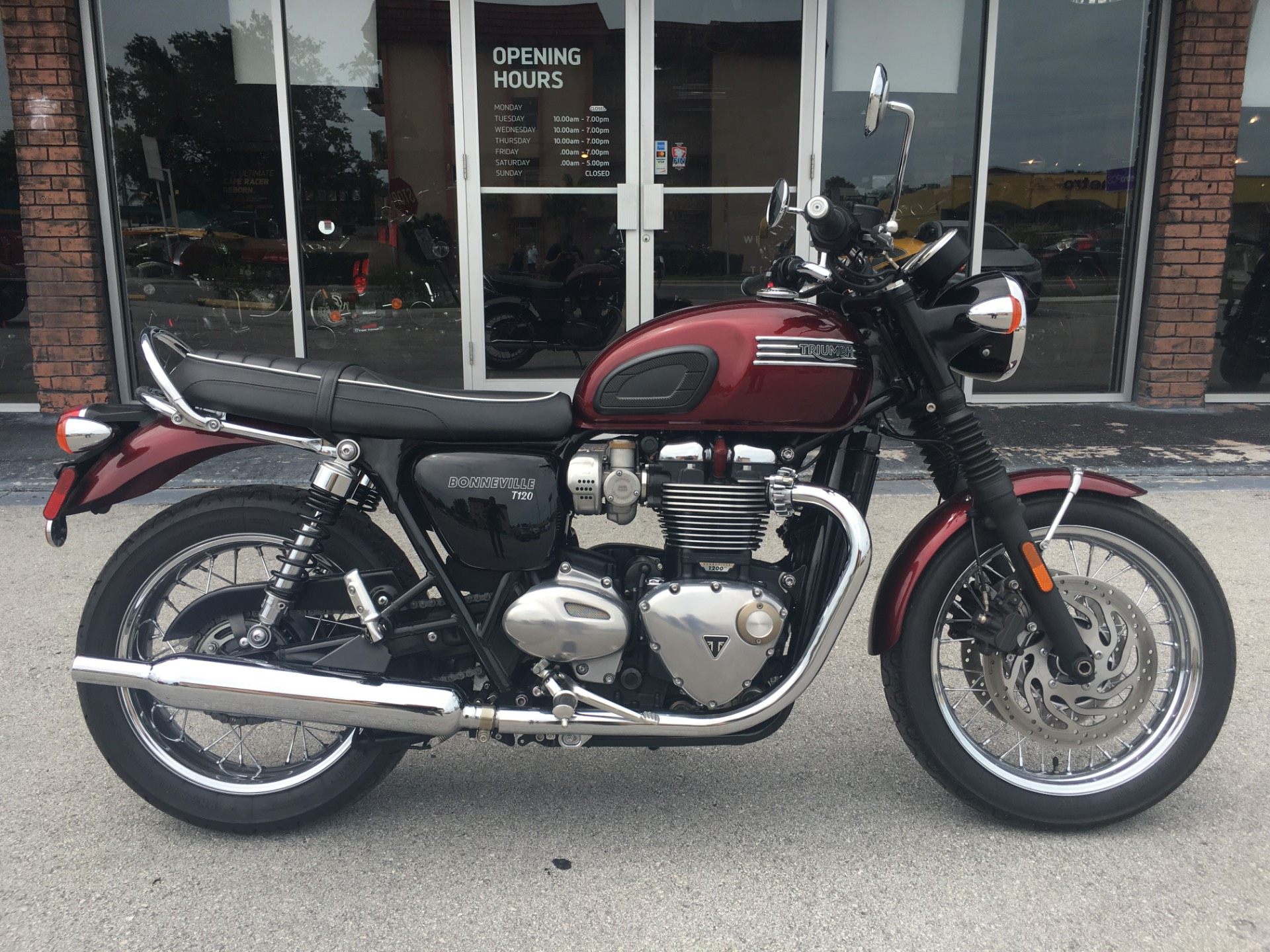 2017 Triumph Bonneville T120 in Miami, Florida