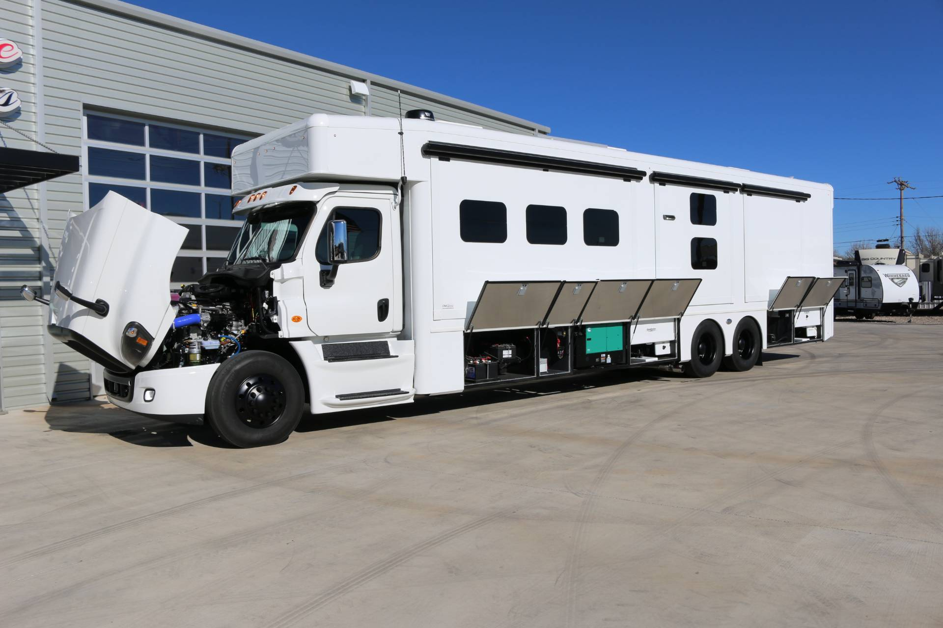 2020 Showhauler 36KQSSL-B in Wolfforth, Texas - Photo 42