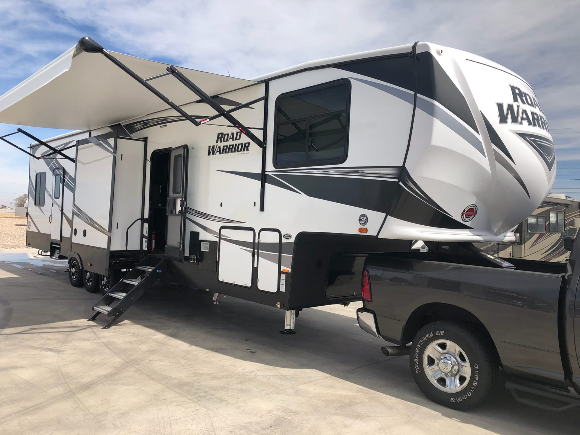 2019 Heartland Rvs RW 413 in Wolfforth, Texas - Photo 2