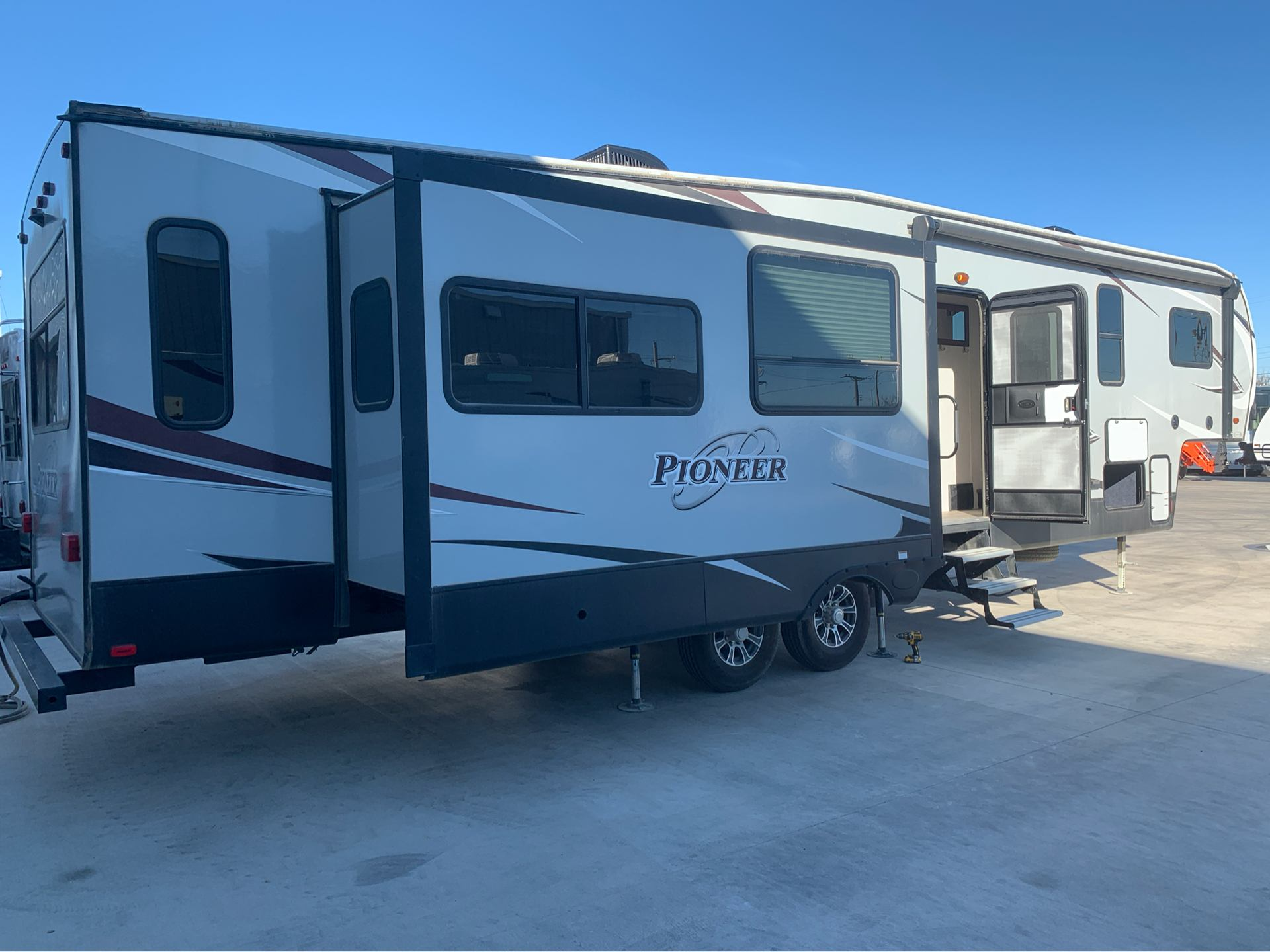 2018 Pioneer 355 in Wolfforth, Texas - Photo 3