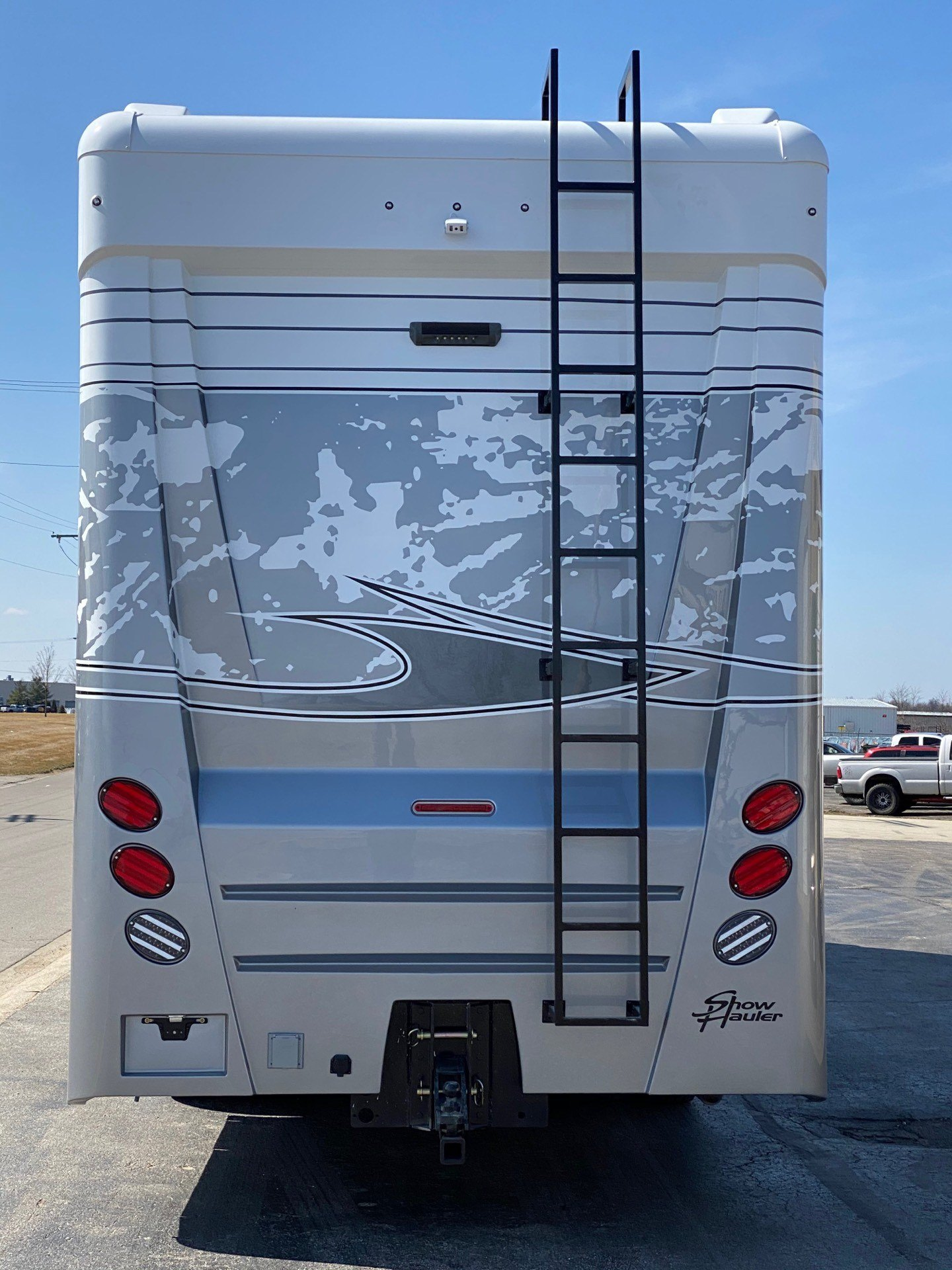2020 Showhauler 35QQSSL in Wolfforth, Texas - Photo 8