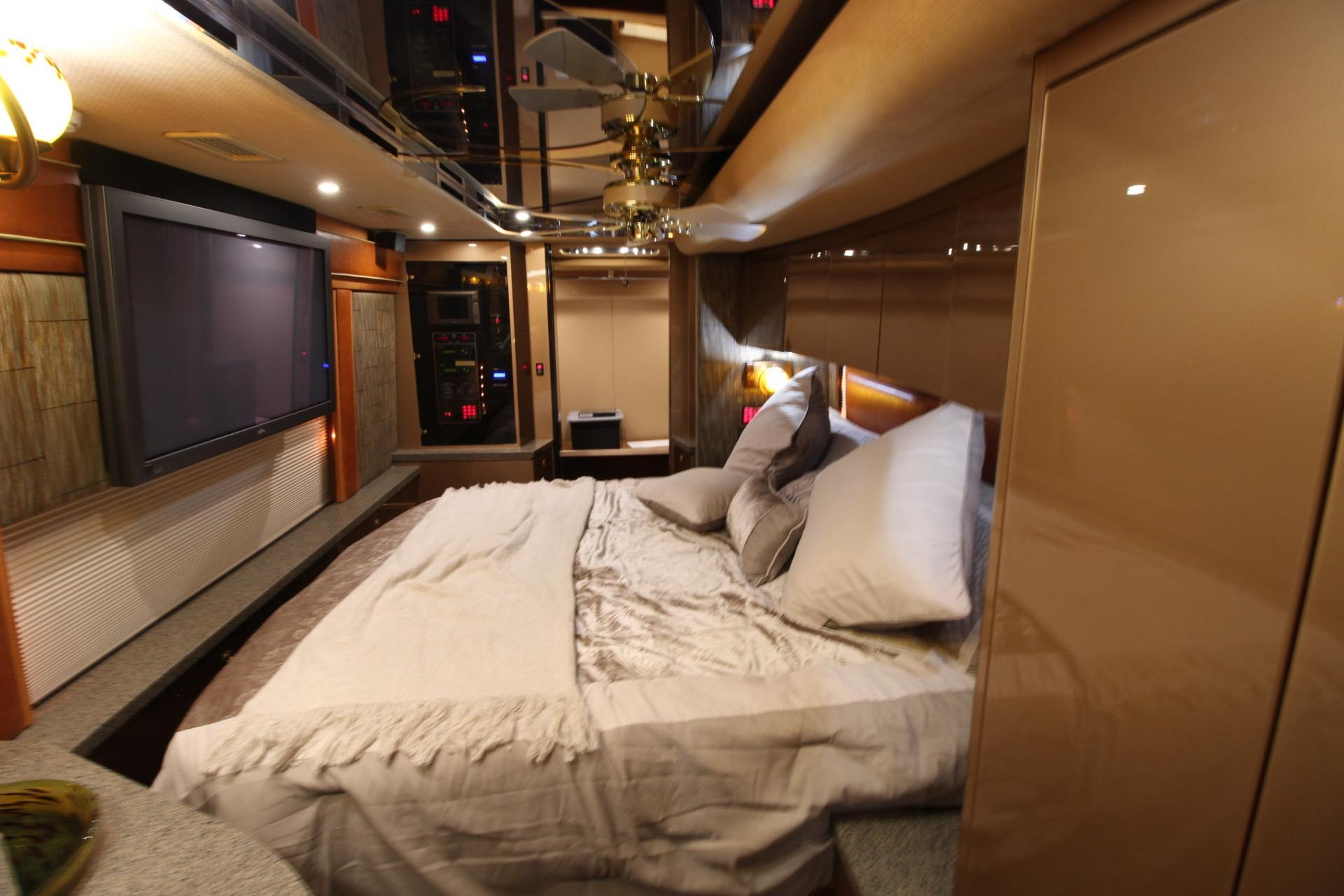 2007 Prevost Featherlite in Wolfforth, Texas - Photo 23