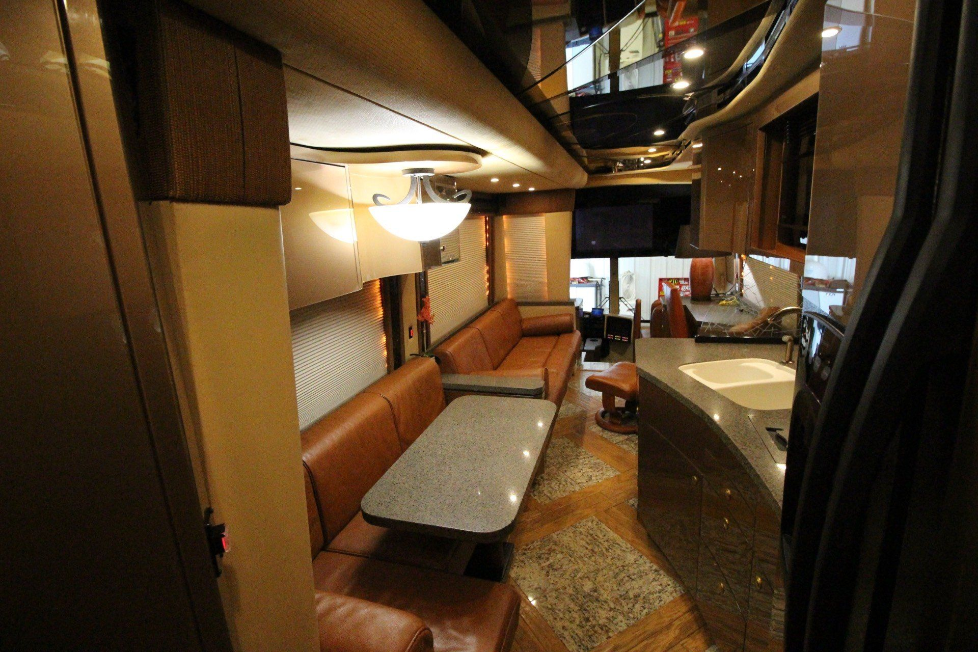 2007 Prevost Featherlite in Wolfforth, Texas - Photo 24