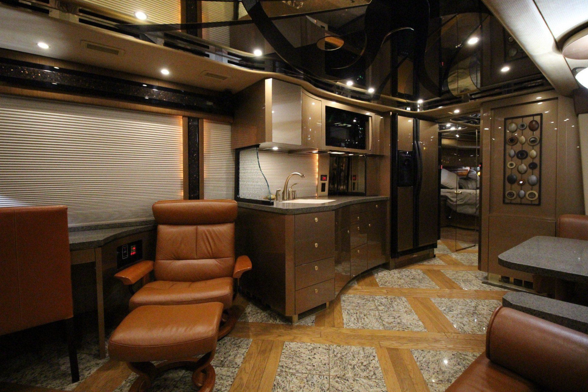 2007 Prevost Featherlite in Wolfforth, Texas - Photo 27