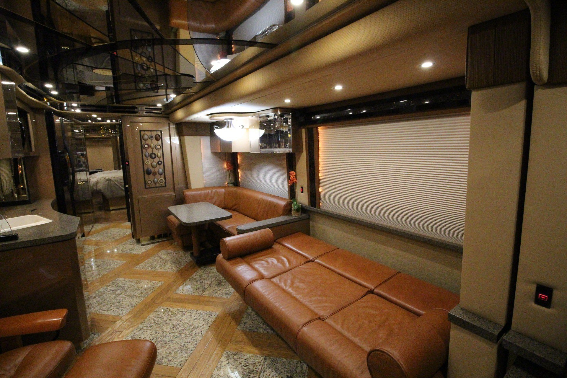 2007 Prevost Featherlite in Wolfforth, Texas - Photo 29