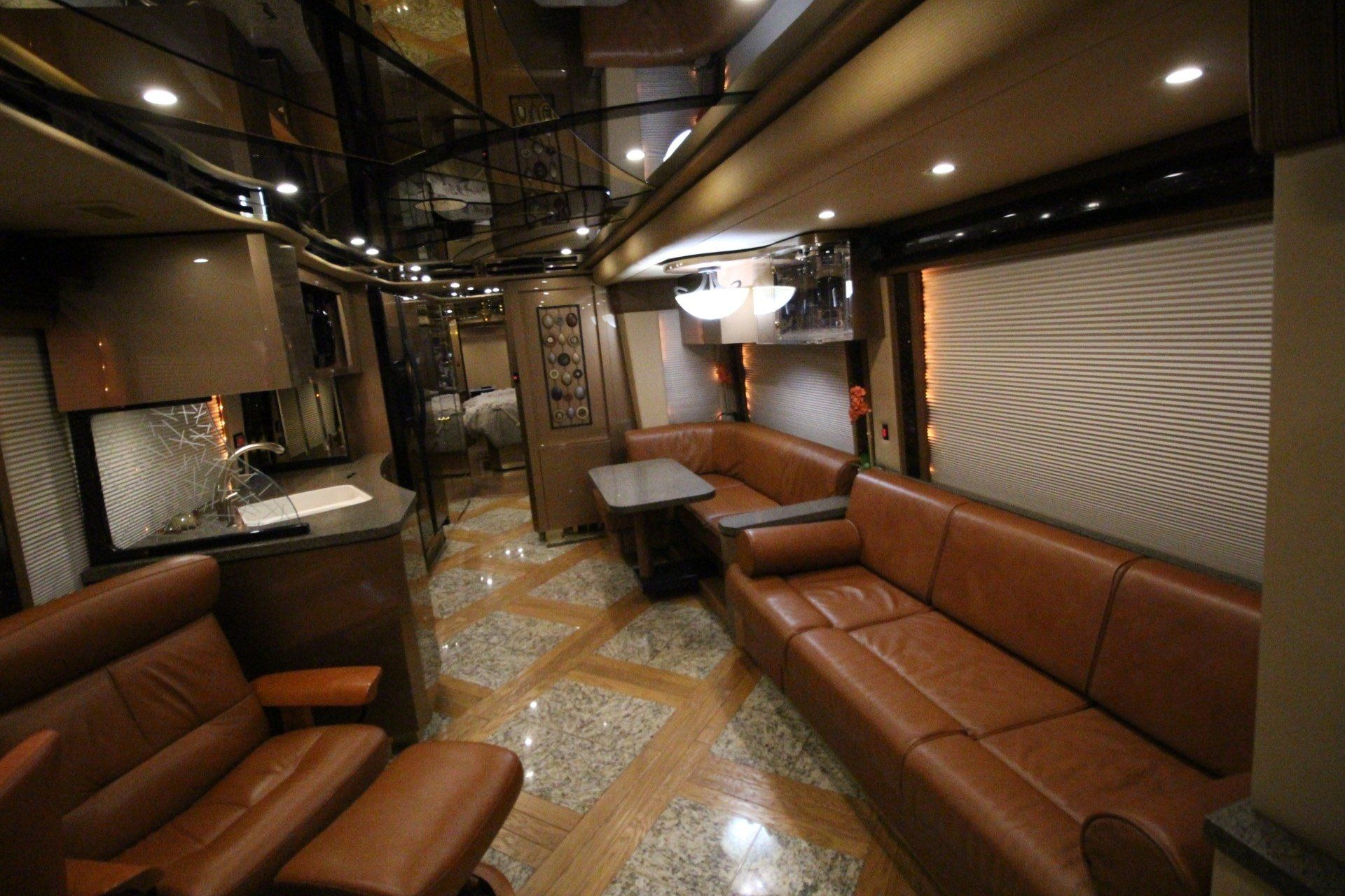 2007 Prevost Featherlite in Wolfforth, Texas - Photo 30