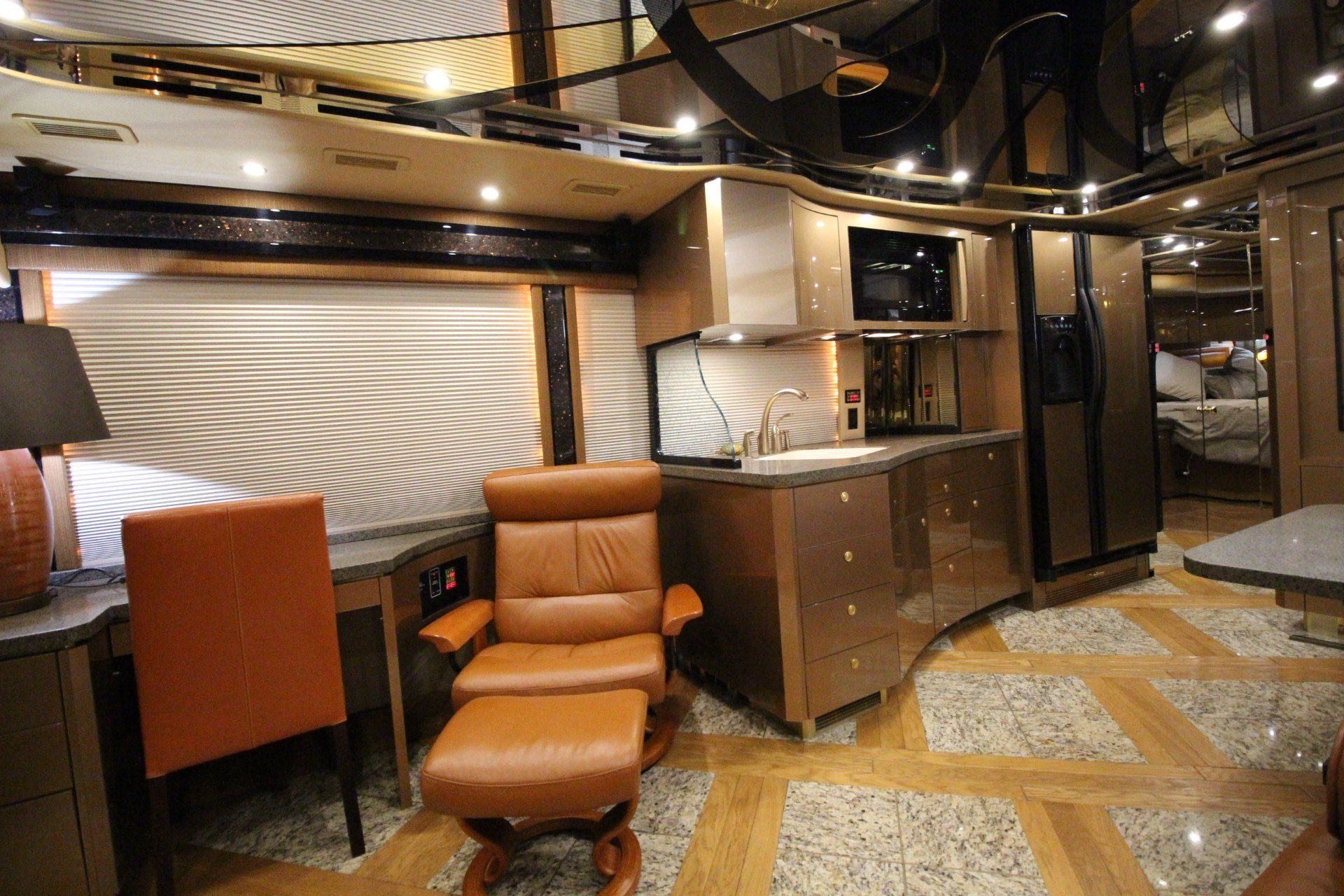 2007 Prevost Featherlite in Wolfforth, Texas - Photo 31