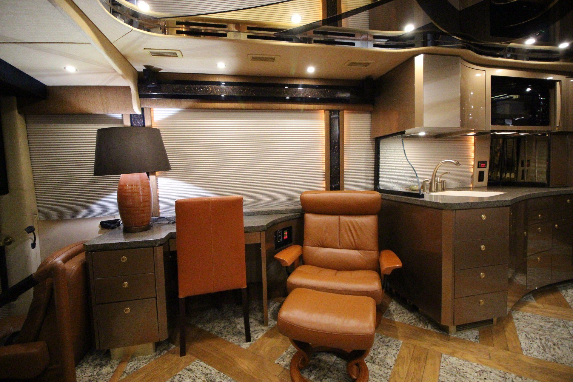 2007 Prevost Featherlite in Wolfforth, Texas - Photo 32