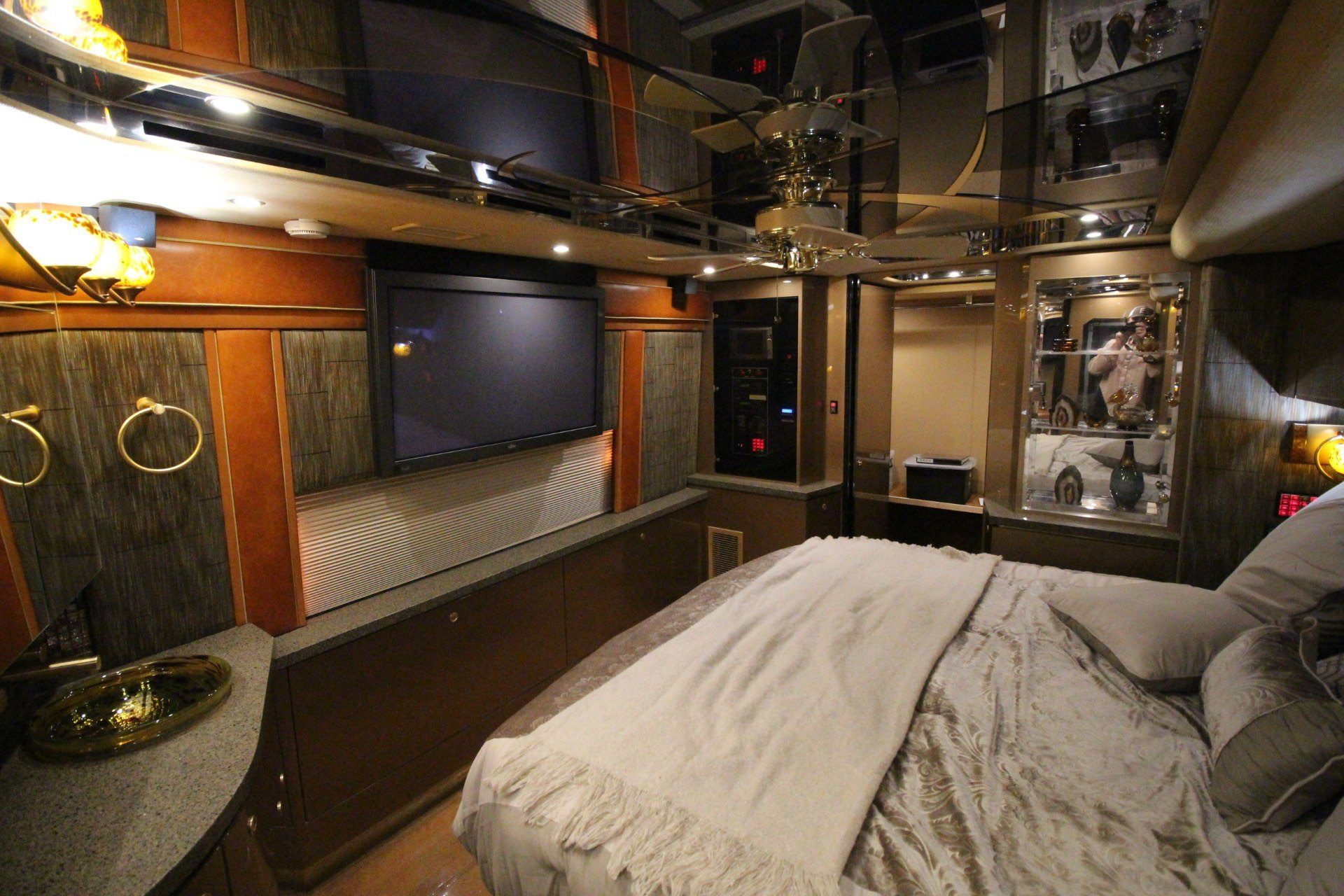 2007 Prevost Featherlite in Wolfforth, Texas - Photo 36