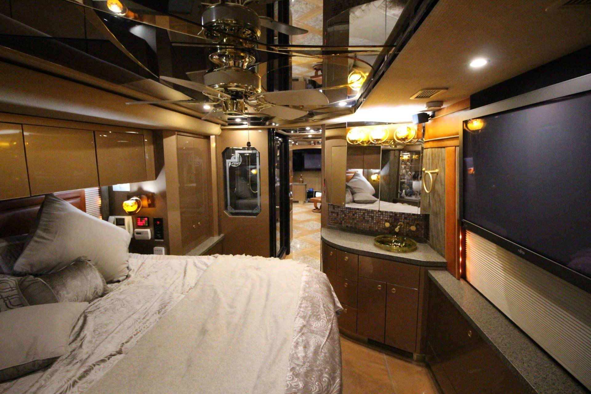 2007 Prevost Featherlite in Wolfforth, Texas - Photo 38