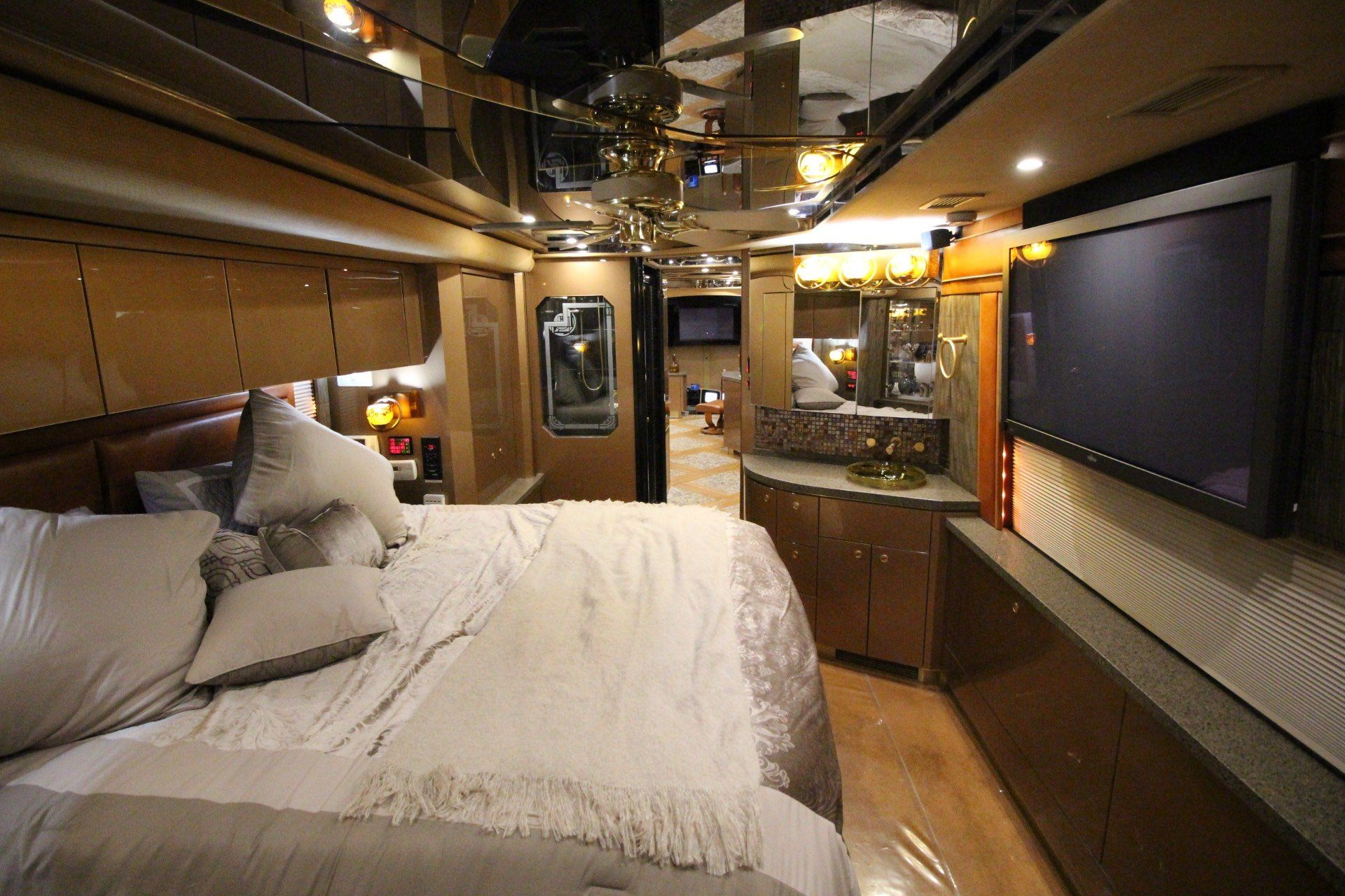 2007 Prevost Featherlite in Wolfforth, Texas - Photo 39