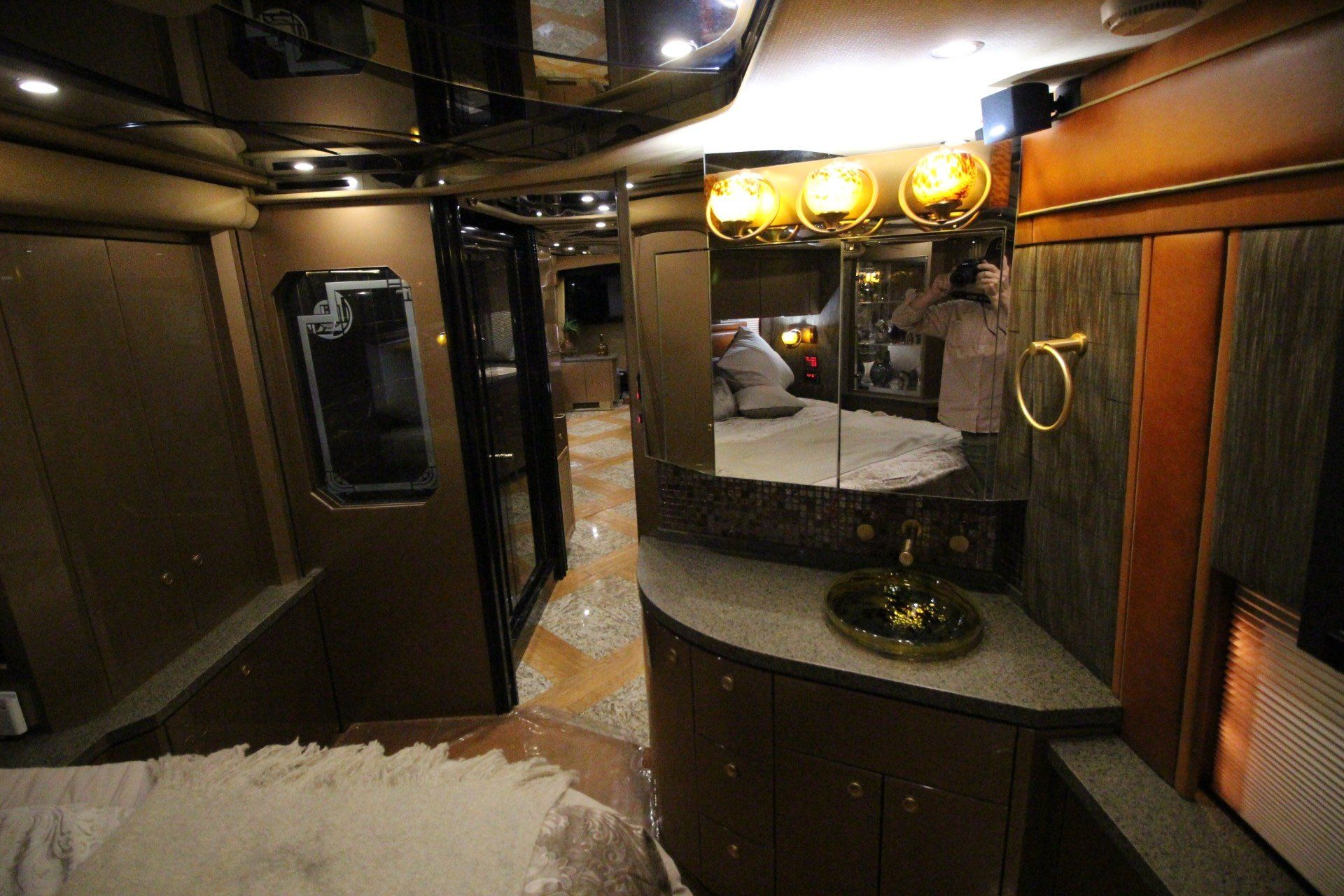2007 Prevost Featherlite in Wolfforth, Texas - Photo 40