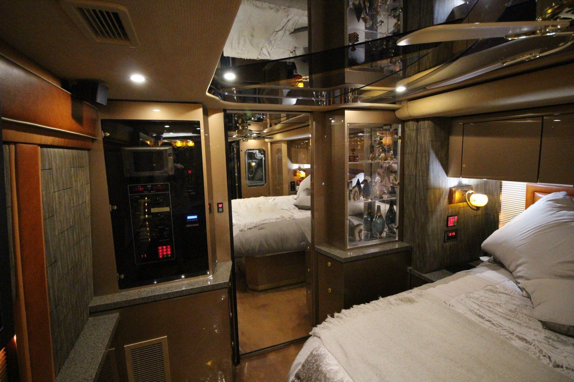 2007 Prevost Featherlite in Wolfforth, Texas - Photo 41