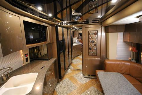 2007 Prevost Featherlite in Wolfforth, Texas - Photo 43