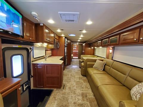 2014 Thor Palazzo 36.1 in Wolfforth, Texas - Photo 2