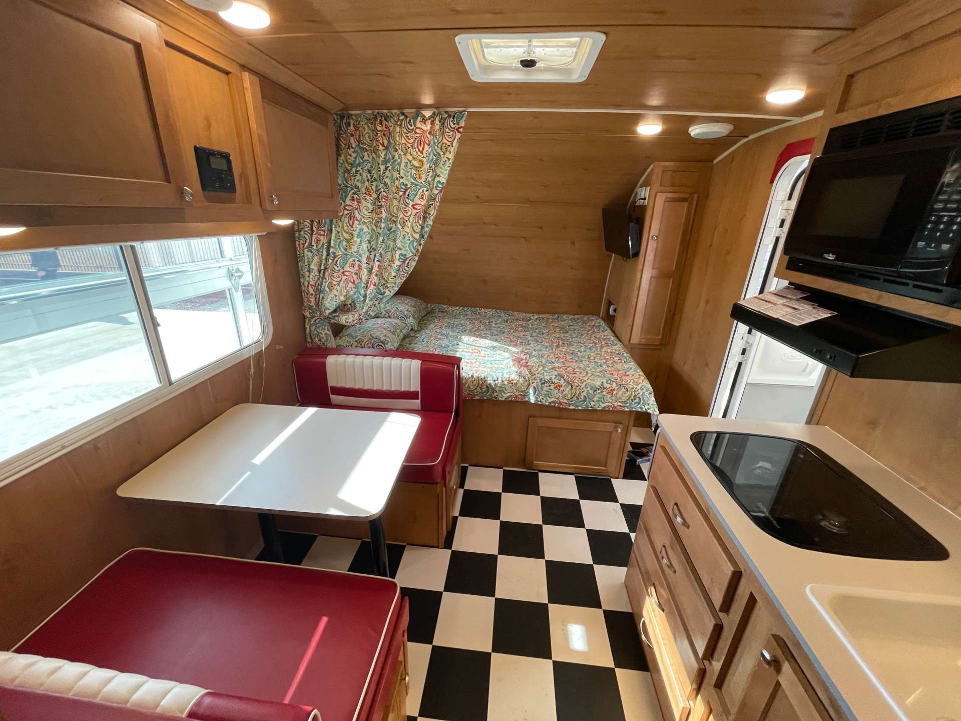 2019 Riverside RV  Retro 190BH in Wolfforth, Texas - Photo 9
