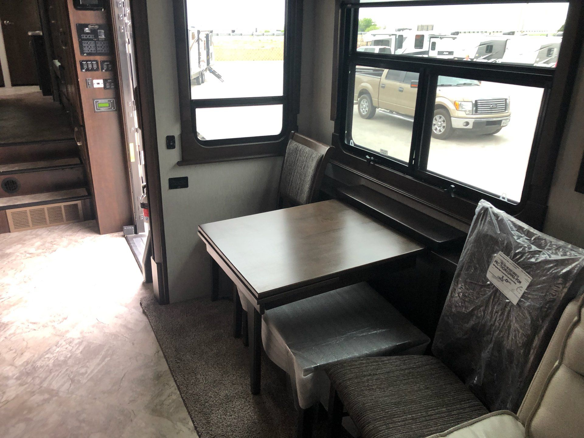 2020 Heartland Rvs LM Newport in Wolfforth, Texas - Photo 6