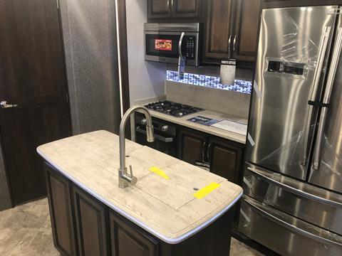 2020 Heartland Rvs LM Lafayette in Wolfforth, Texas - Photo 5