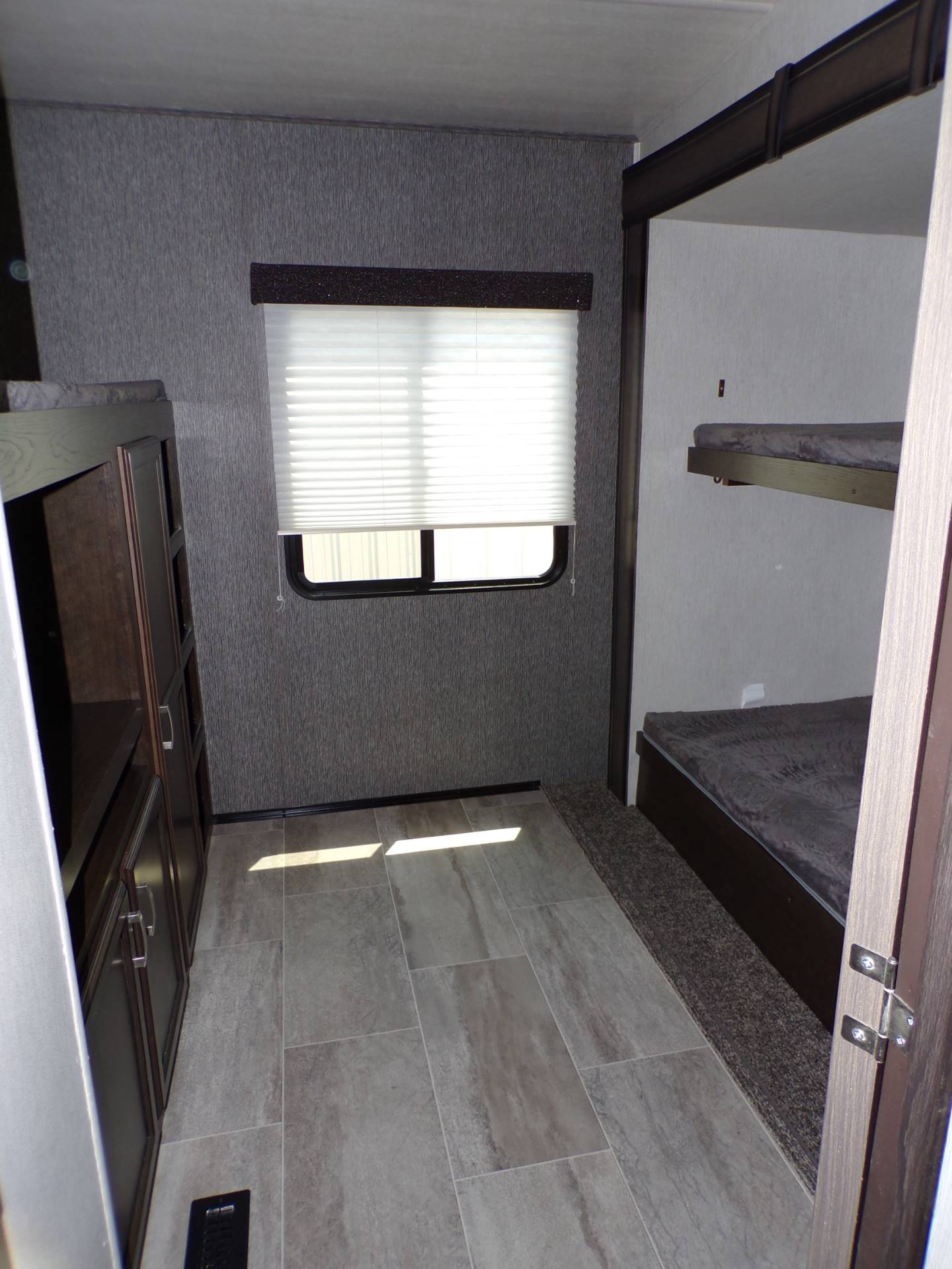 2020 Heartland Rvs Elk Focus 327BH in Wolfforth, Texas - Photo 10