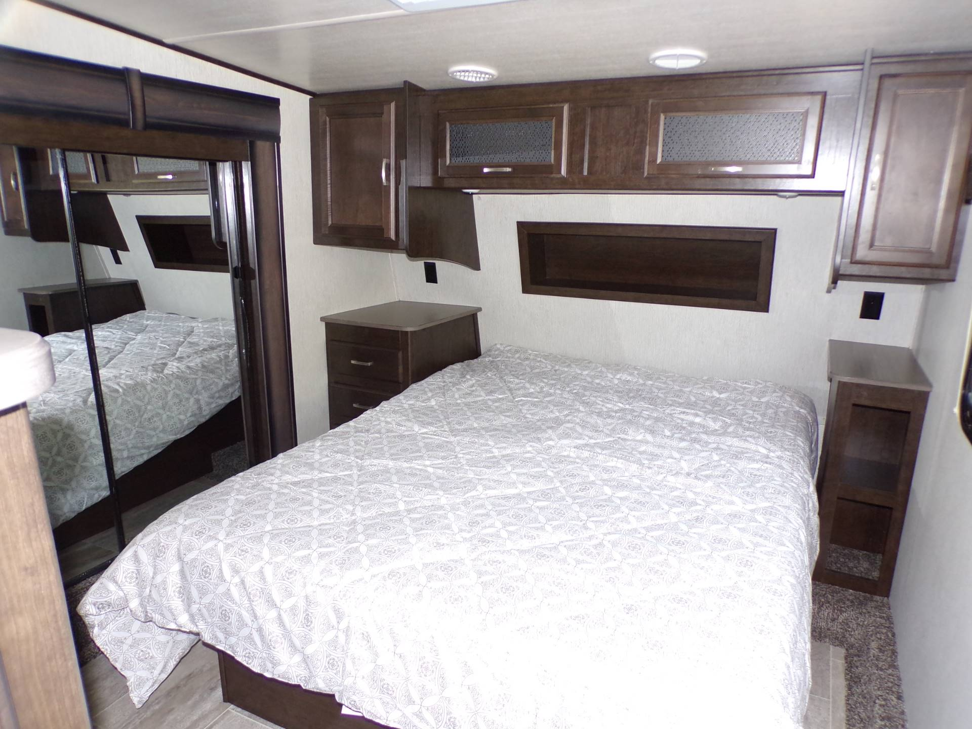 2020 Heartland Rvs Elk Focus 327BH in Wolfforth, Texas - Photo 14