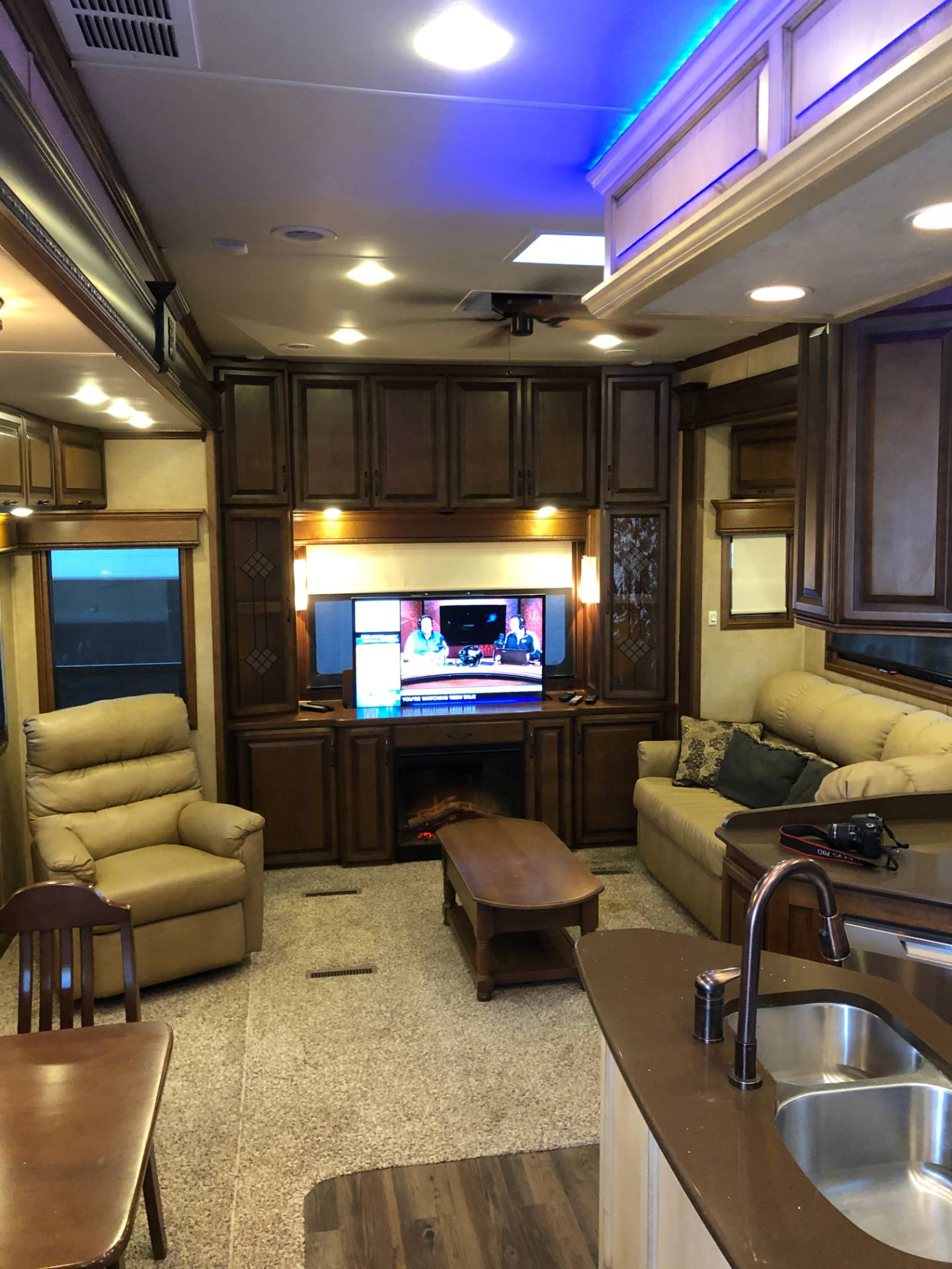 2014 DRV Mobile D Suites 39RESB3 in Wolfforth, Texas - Photo 12