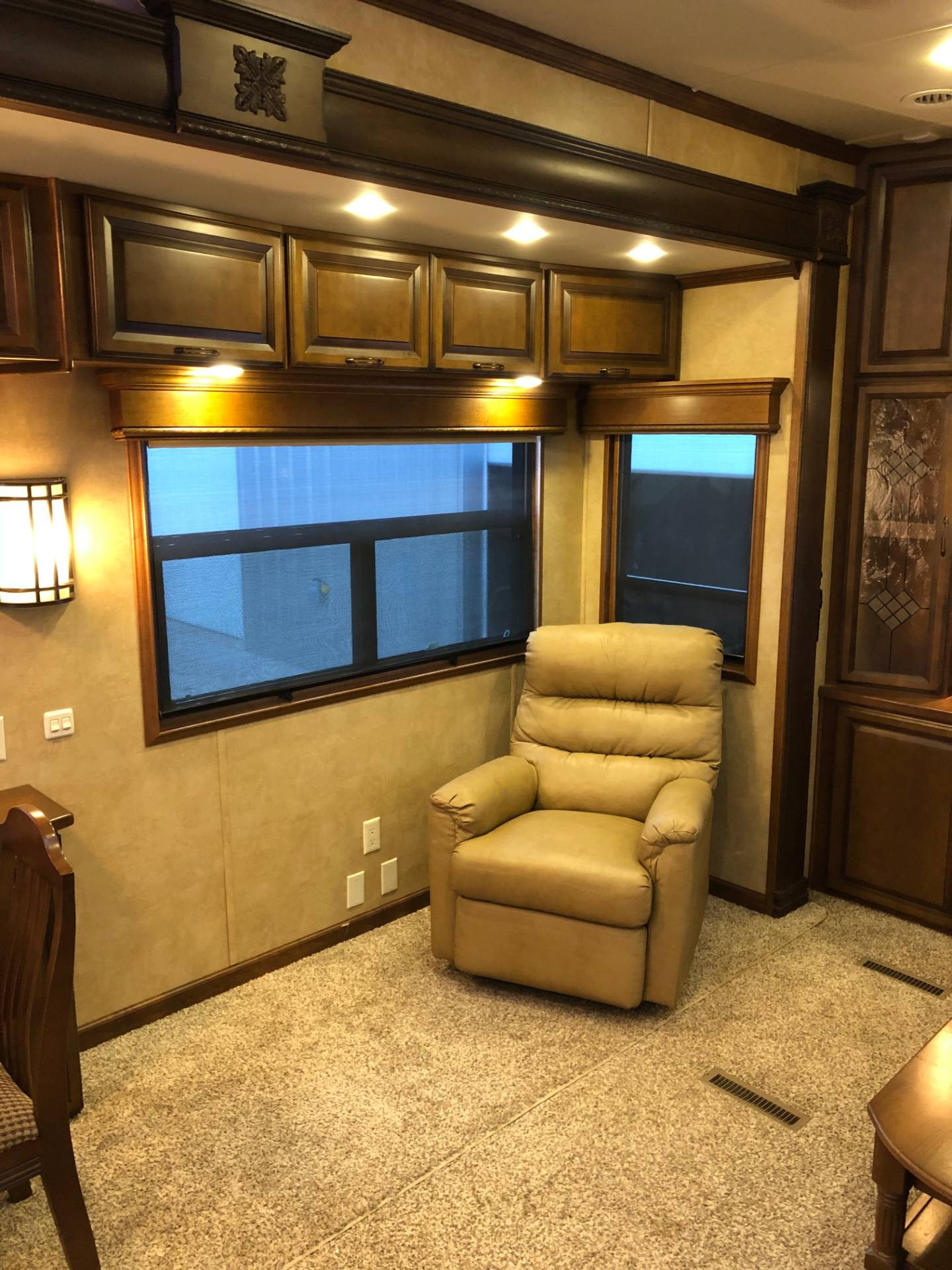 2014 DRV Mobile D Suites 39RESB3 in Wolfforth, Texas - Photo 15