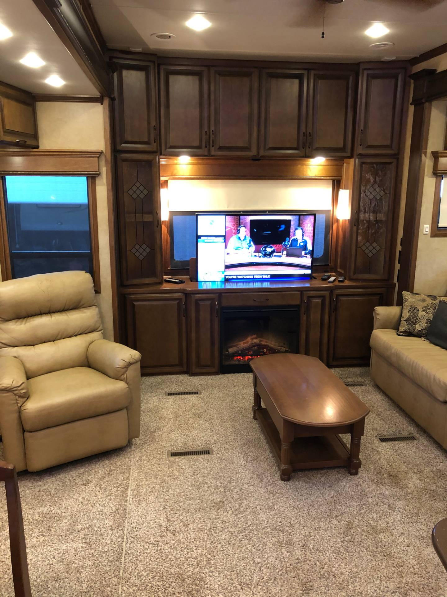 2014 DRV Mobile D Suites 39RESB3 in Wolfforth, Texas - Photo 16