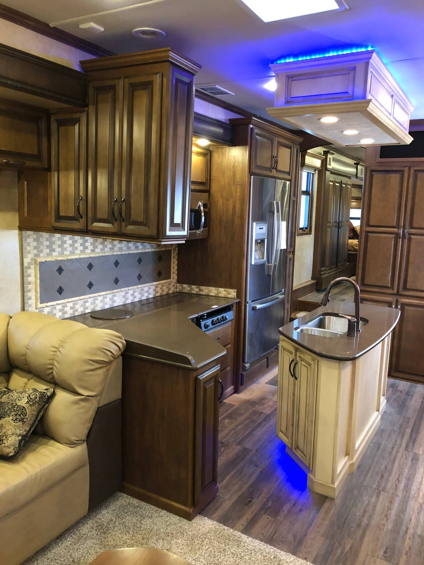 2014 DRV Mobile D Suites 39RESB3 in Wolfforth, Texas - Photo 19