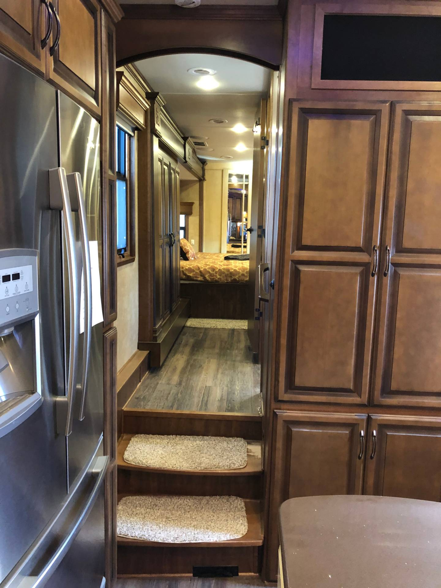 2014 DRV Mobile D Suites 39RESB3 in Wolfforth, Texas - Photo 23