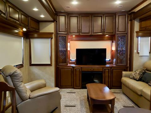 2014 DRV Mobile D Suites 39RESB3 in Wolfforth, Texas - Photo 4