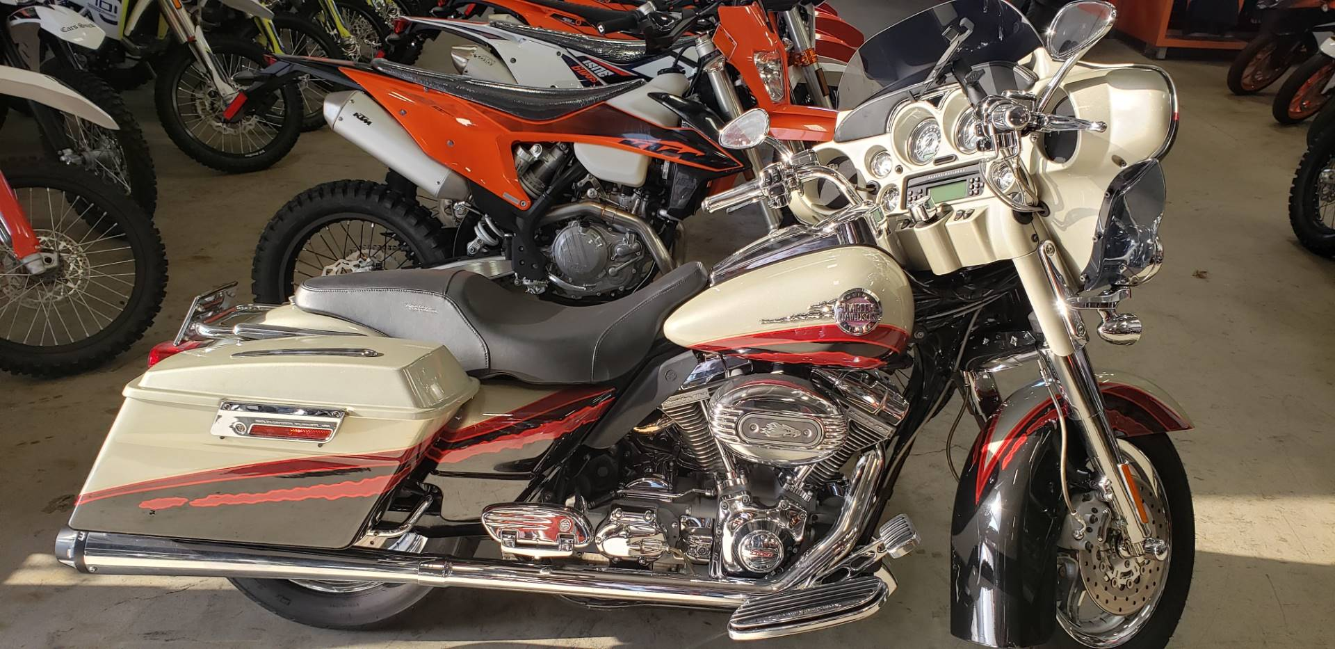 2006 Harley-Davidson FLHTCUSE SCREAMIN EAGLE in Orange, California - Photo 1