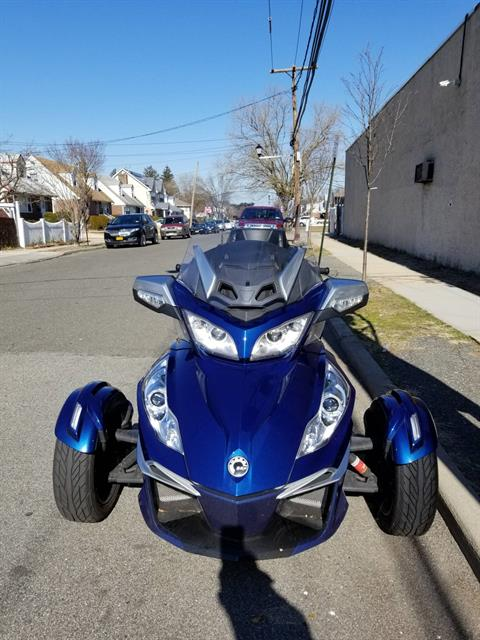 2017 Can-Am Spyder RT-S in Mineola, New York - Photo 2