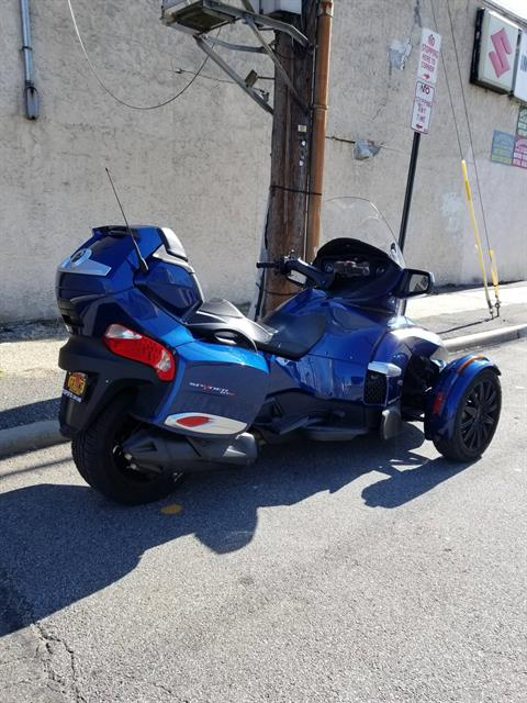 2017 Can-Am Spyder RT-S in Mineola, New York - Photo 3