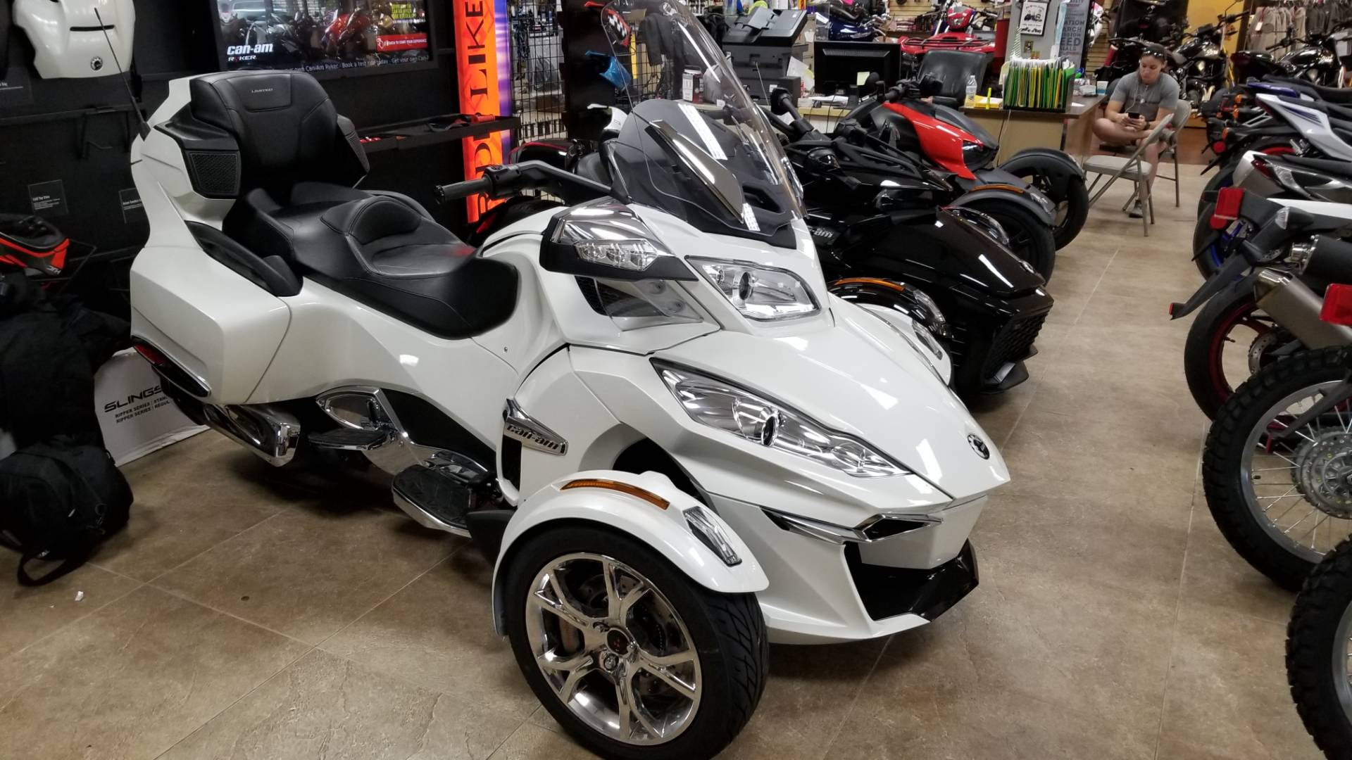 2019 Can-Am Spyder RT Limited in Mineola, New York - Photo 2