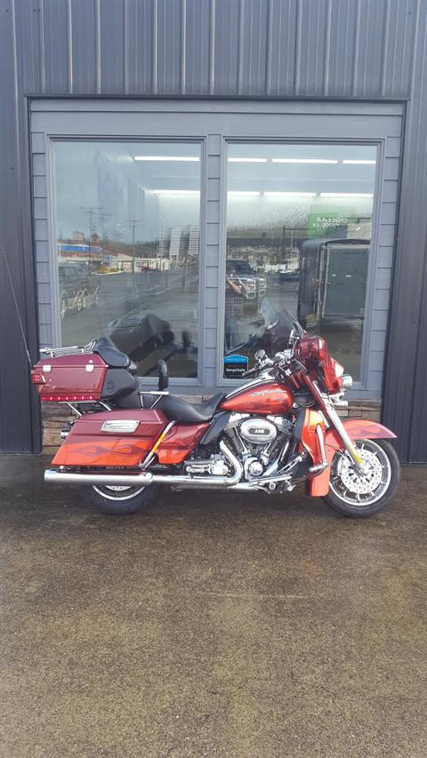2010 Harley-Davidson CVO™ Ultra Classic® Electra Glide® in Coos Bay, Oregon - Photo 1