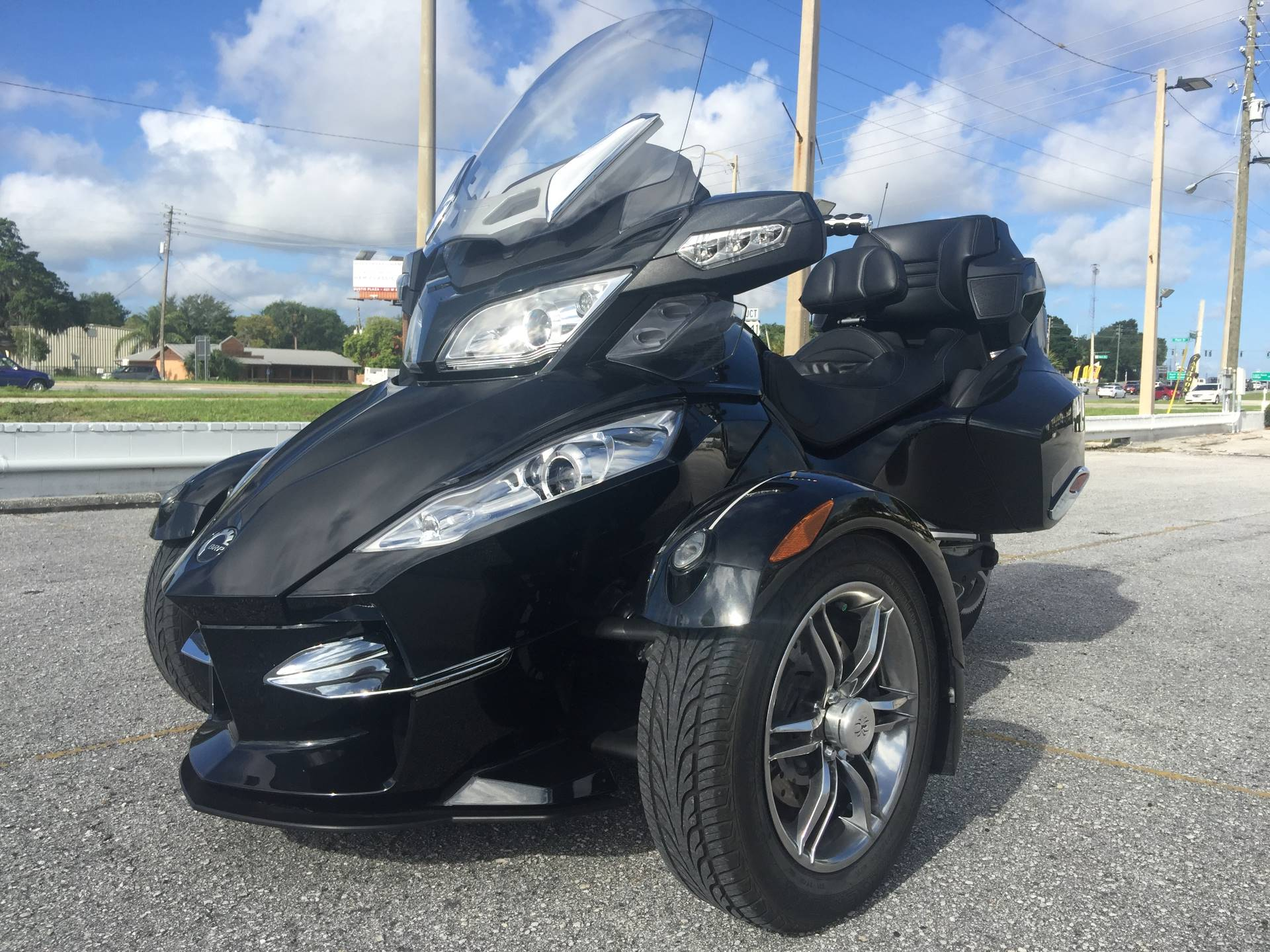 2010 Can-Am Spyder® RT-S SM5 Premiere Edition in Eustis, Florida
