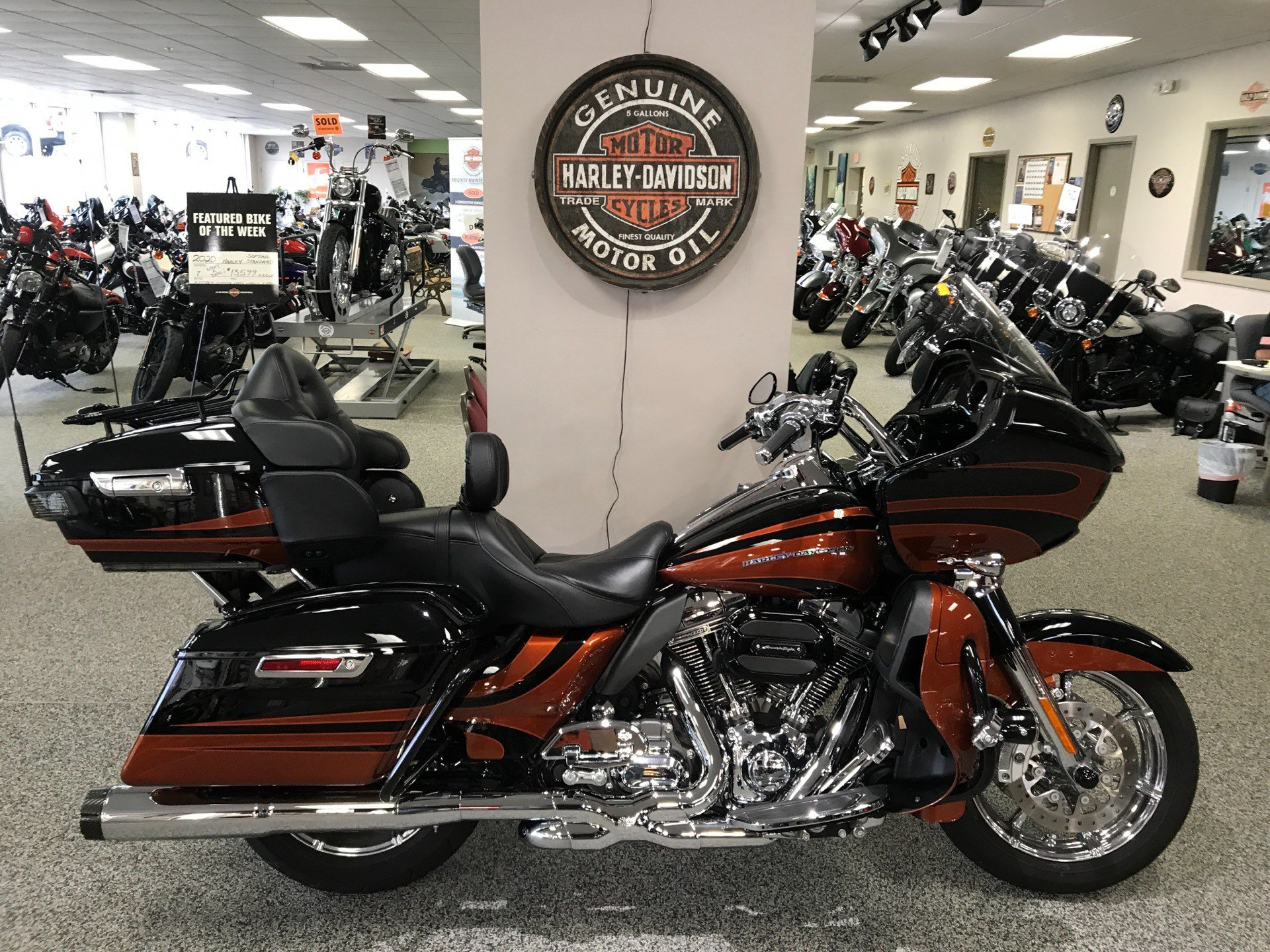 2015 Harley-Davidson CVO™ Road Glide® Ultra in Knoxville, Tennessee - Photo 1