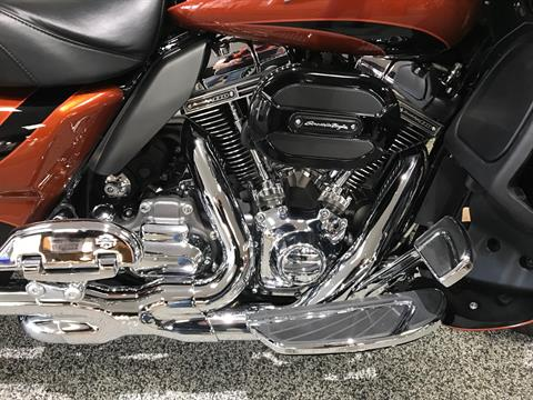 2015 Harley-Davidson CVO™ Road Glide® Ultra in Knoxville, Tennessee - Photo 2