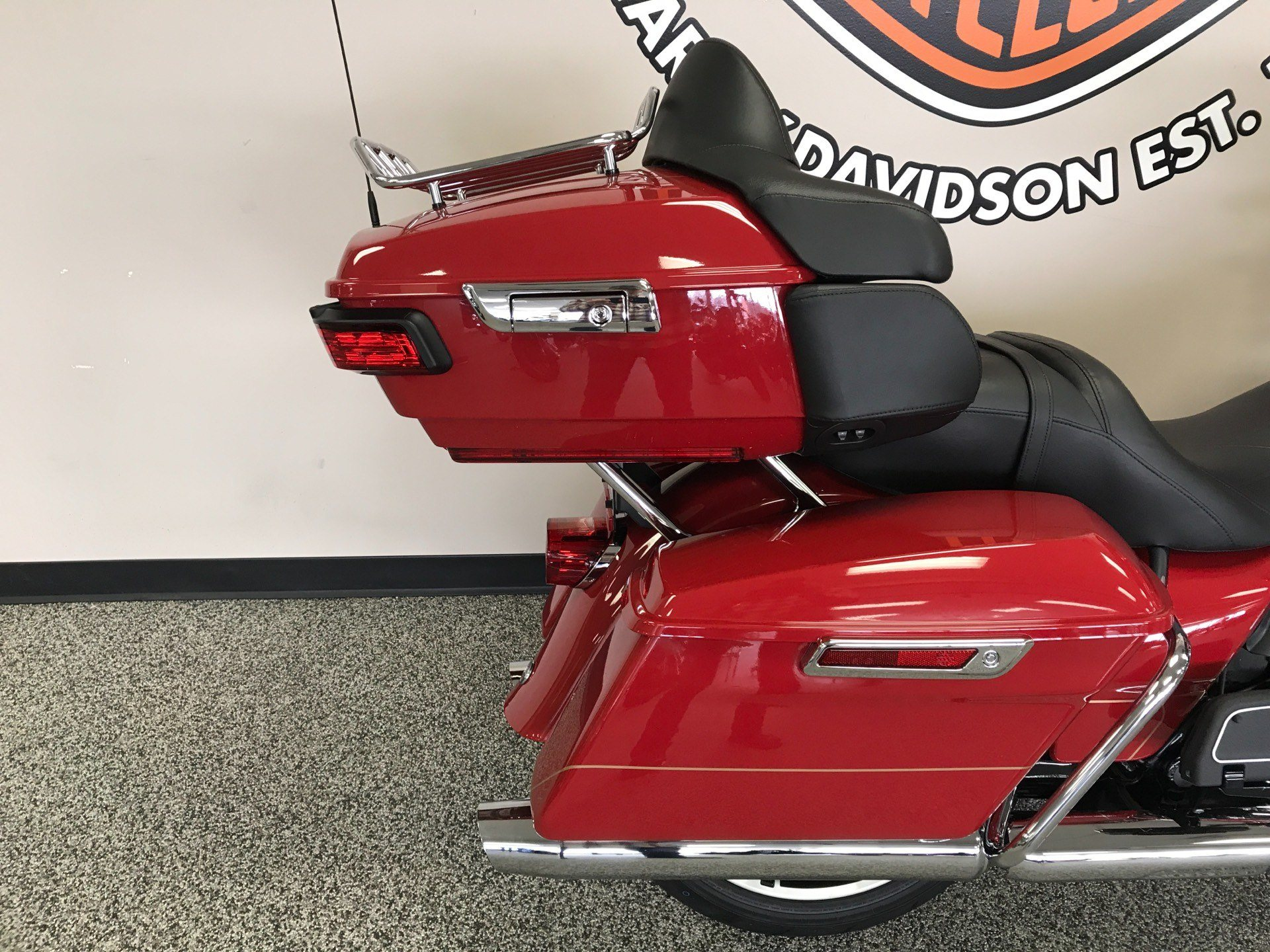 2020 Harley-Davidson ULTRA LIMITED FIREFIGHTER EDITION in Knoxville, Tennessee - Photo 3