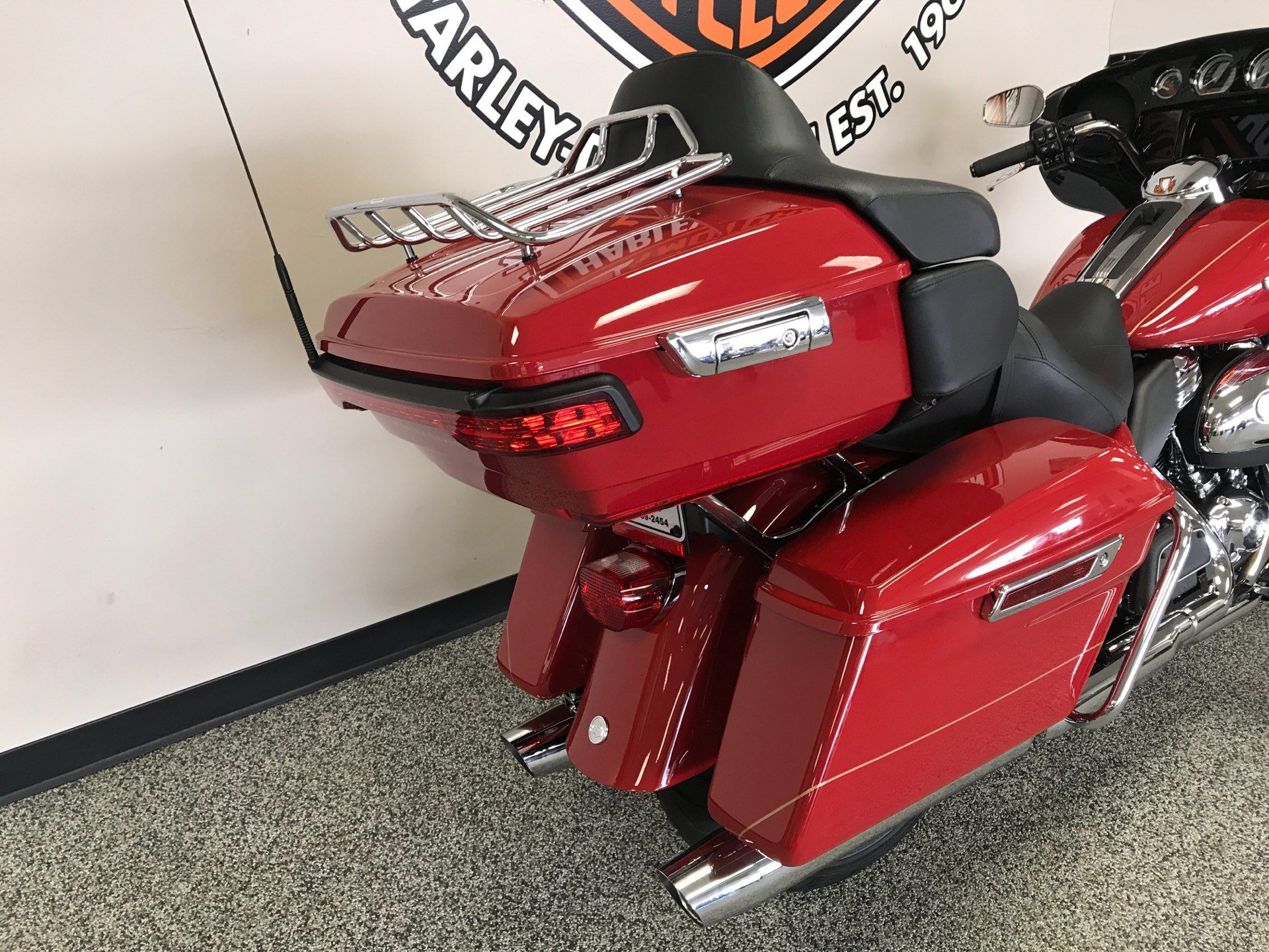 2020 Harley-Davidson ULTRA LIMITED FIREFIGHTER EDITION in Knoxville, Tennessee - Photo 6