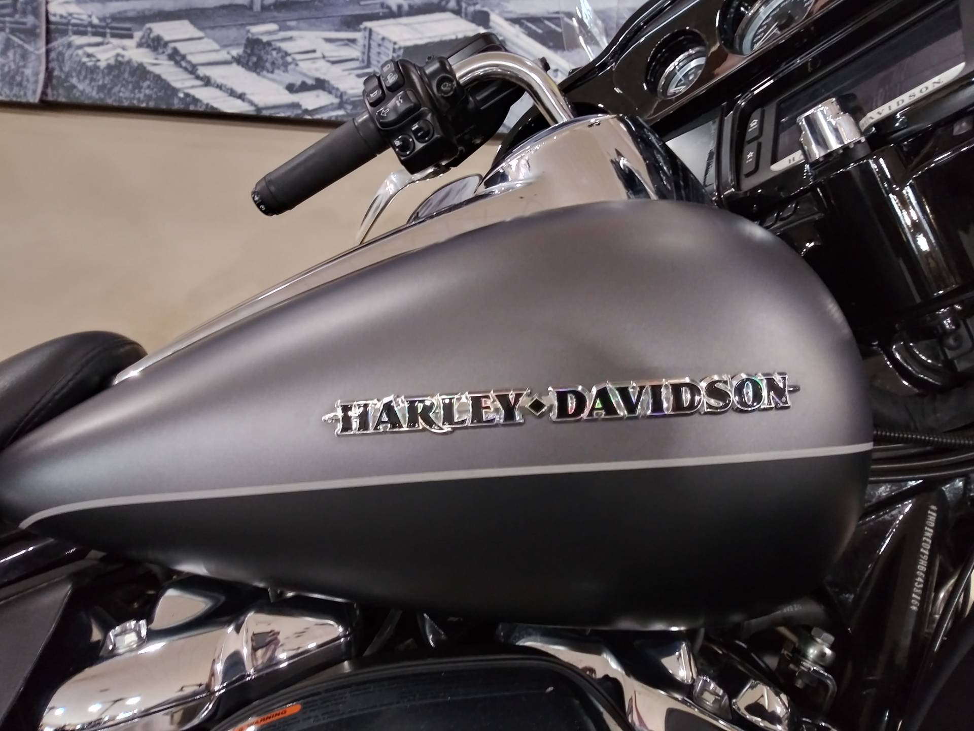 2017 Harley-Davidson Ultra Limited in Knoxville, Tennessee - Photo 2
