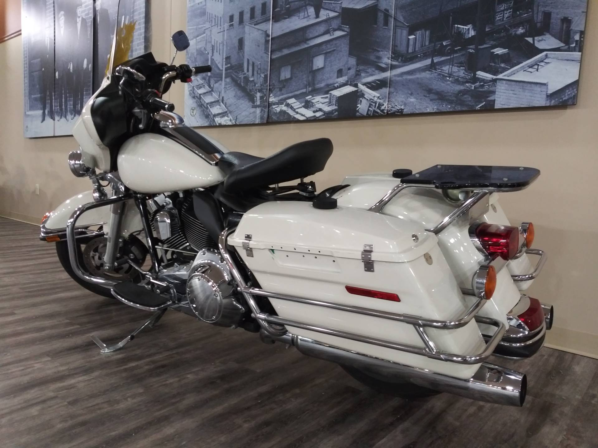 2011 Harley-Davidson Police Electra Glide® in Knoxville, Tennessee - Photo 17