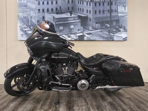 2017 Harley-Davidson CVO™ Street Glide® in Knoxville, Tennessee - Photo 12