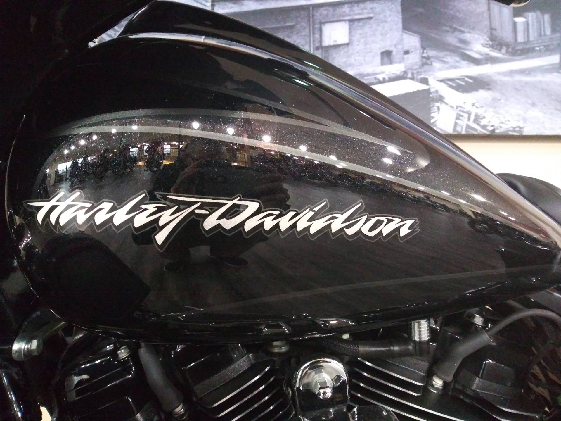 2017 Harley-Davidson CVO™ Street Glide® in Knoxville, Tennessee - Photo 13